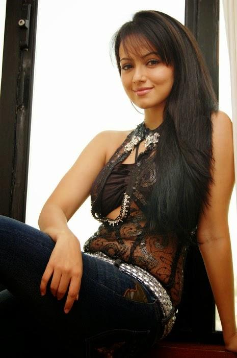 sana khan sexy pics