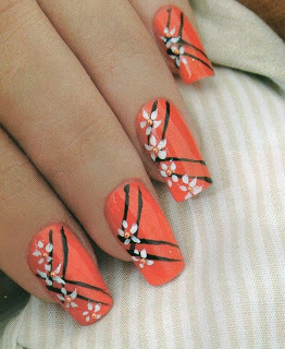 Haz clic aquí para el tutorial de uñas pintadas con margaritas