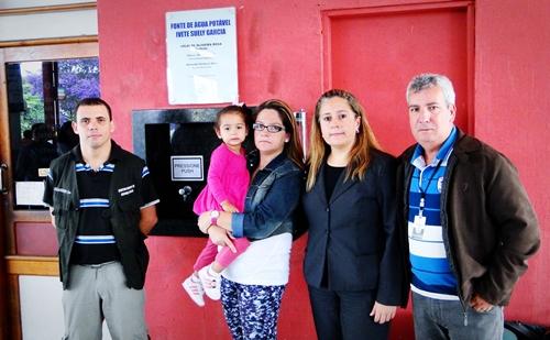 O administrador da Rodoviária, Alexander Barbosa, Elaine e Jaqueline Garcia Alves e o Subsecretário de Segurança, Celso Wagner, na inauguração da fonte de água potável da Rodoviária