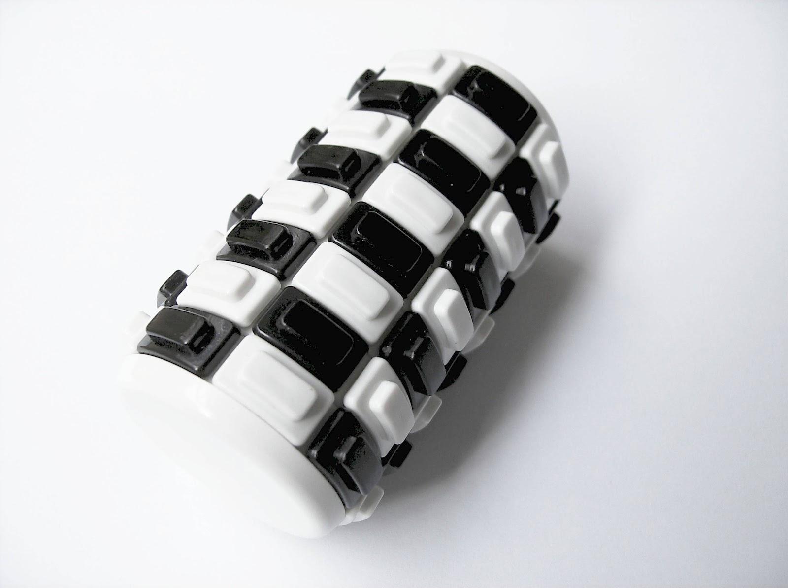 Gabriel Fernandes\' Puzzle Collection: Eni Puzzle - Black & White
