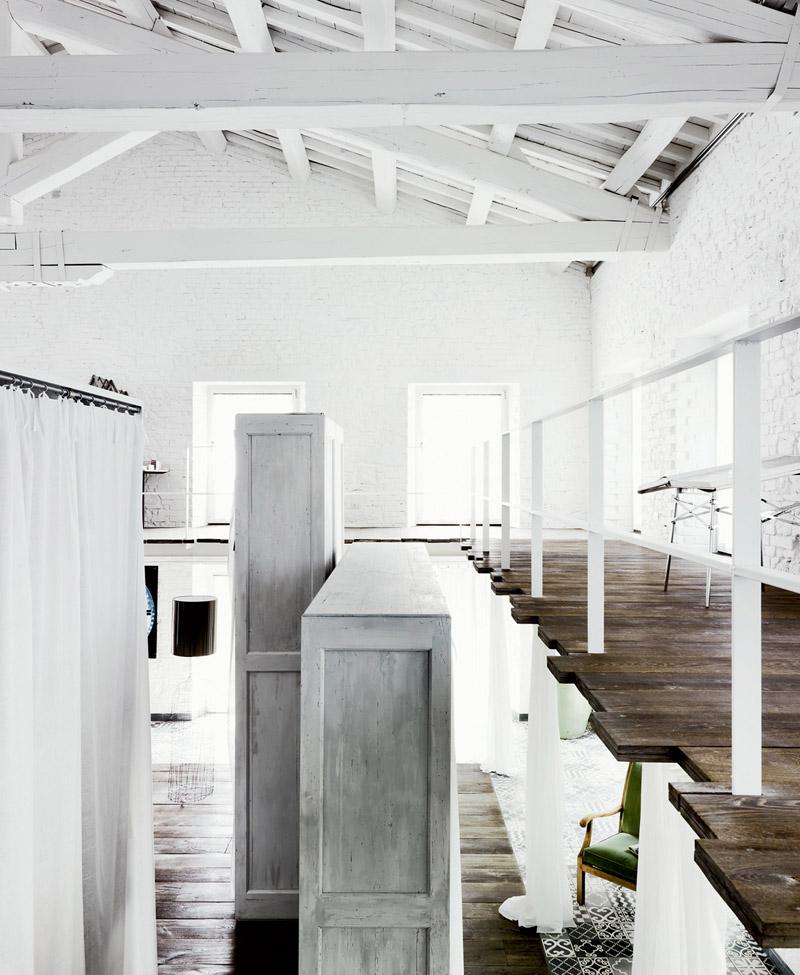 granja de gusanos convertida en un loft por Paola Navone