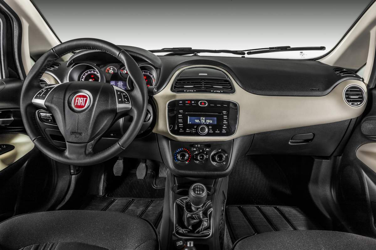 Novo Fiat Linea 2015 Absolute - interior