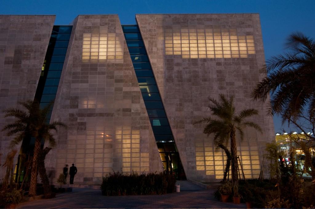 Bangunan Dengan Dinding Beton Transparan