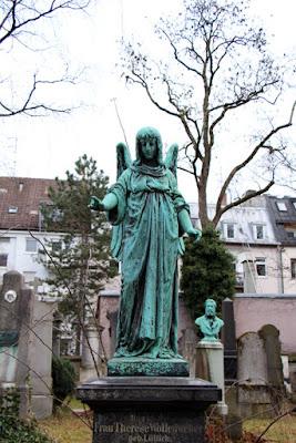 Grabstein am Südfriedhof Münche