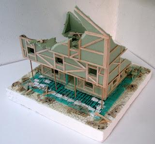 Ruiny budynku piętrowego do gry bitewnej Mordheim.