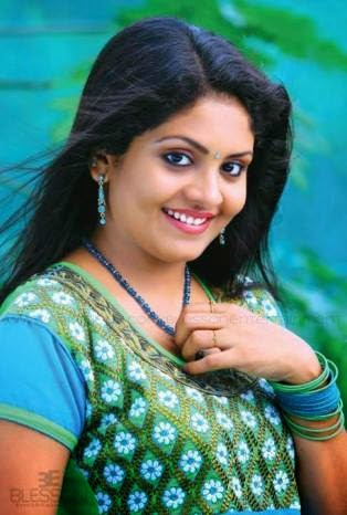 GAYATHRI ARUN ~ CINEMA TALKIES