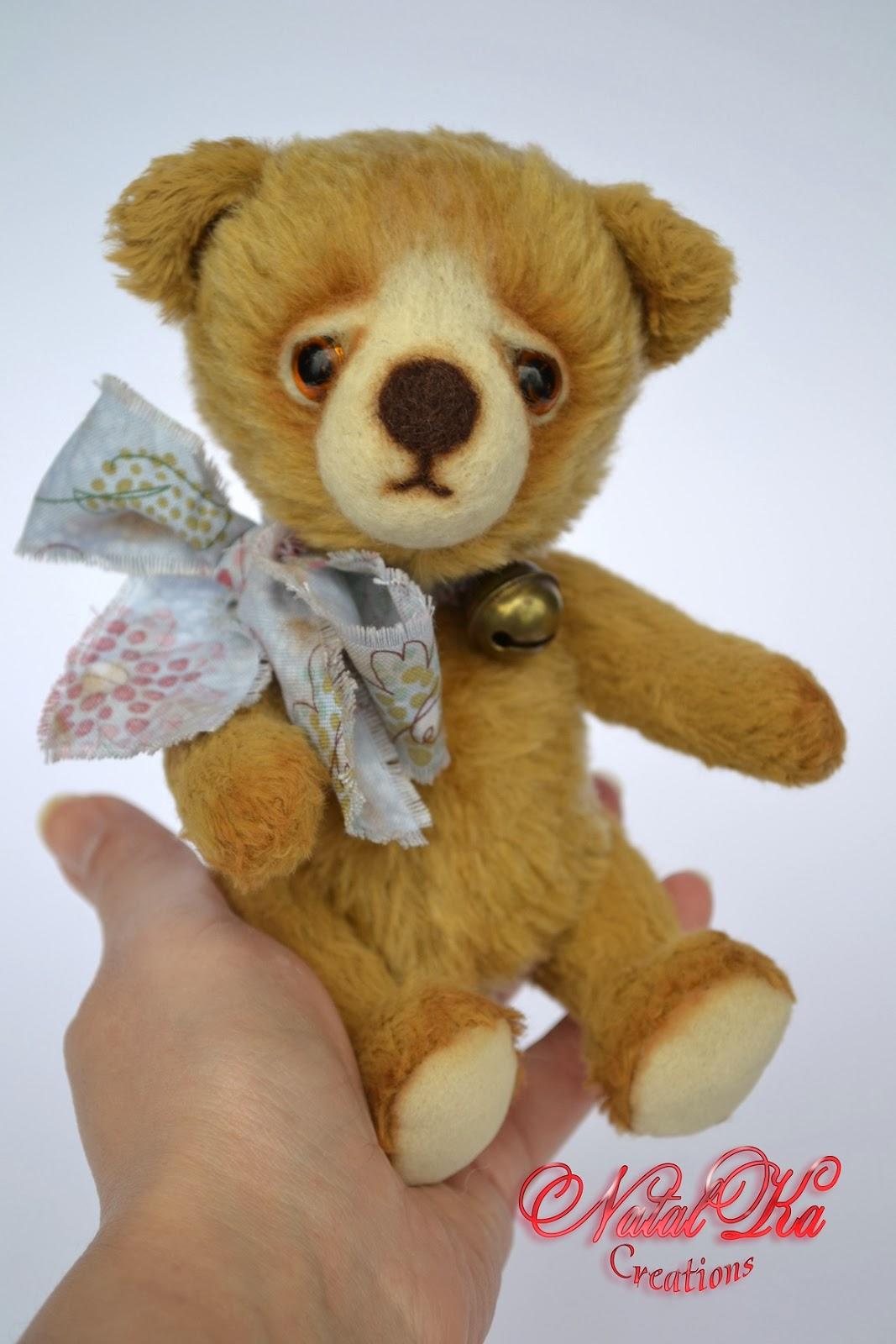 Künstler Teddybär handgemacht von NatalKa Creations. Artis teddy bear handmade by NatalKa Creations.