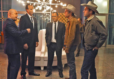 Savino (Michael Chiklis) at his casino with Sheriff Lamb (Dennis Quaid)