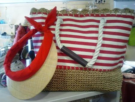 Bolso rayas rojas estilo marinero y visera