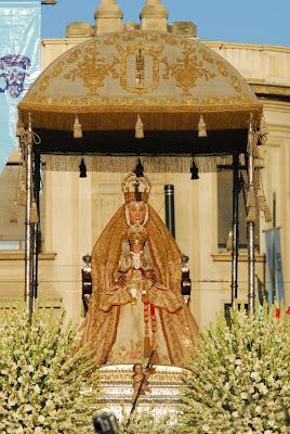http://2.bp.blogspot.com/-Cmv76urLGdA/UCqN9xjCz0I/AAAAAAAAB40/qAxqrOB63dU/s1600/Virgen-de-los-Reyes-Sevilla.jpg