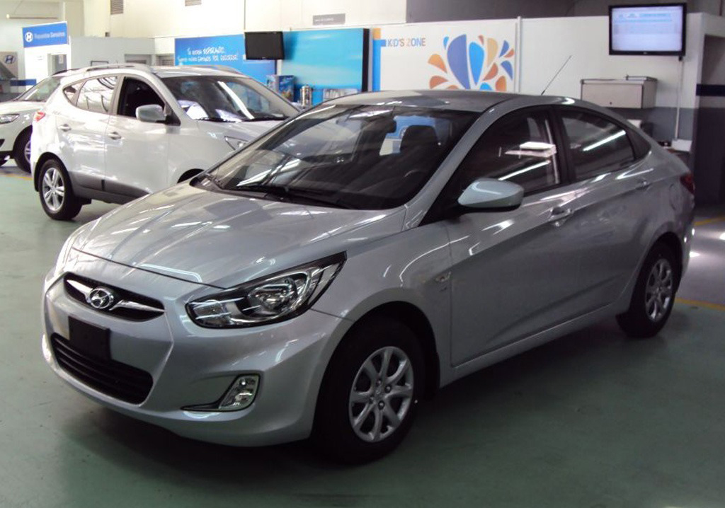 hyundai accent 2013 review 4 cars and trucks. Black Bedroom Furniture Sets. Home Design Ideas