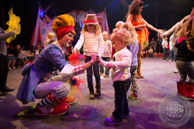 World-famous @RinglingBros, Kelliann, gives beginner juggling lessons during All Access Pre-Show #RinglingBros