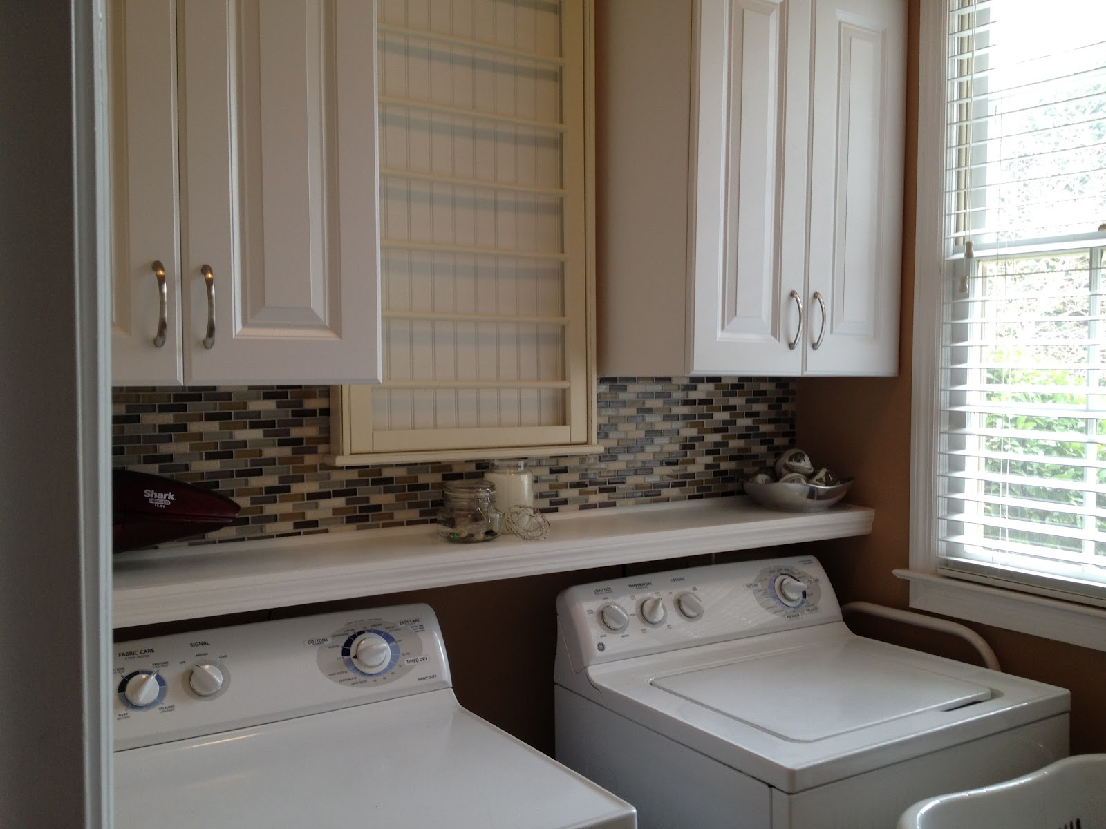 CasaLupoli: Laundry Room Update: Glass Mosaic Backsplash