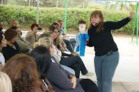 Grupo Canta Enquanto Conta se apresenta na abertura Encontro Estadual do Programa de Pró-Letramento em Teresópolis