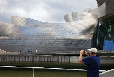 image of the Guggenheim museum, in Bilbao, Spain