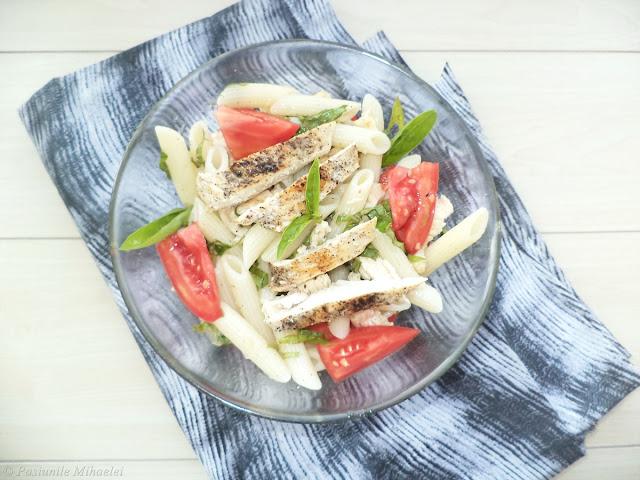 Salata de paste cu pui si busuioc