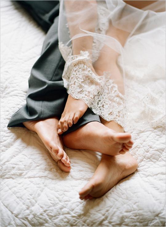Секс молодоженов в первую брачную ночь, толстые попы женщин порно