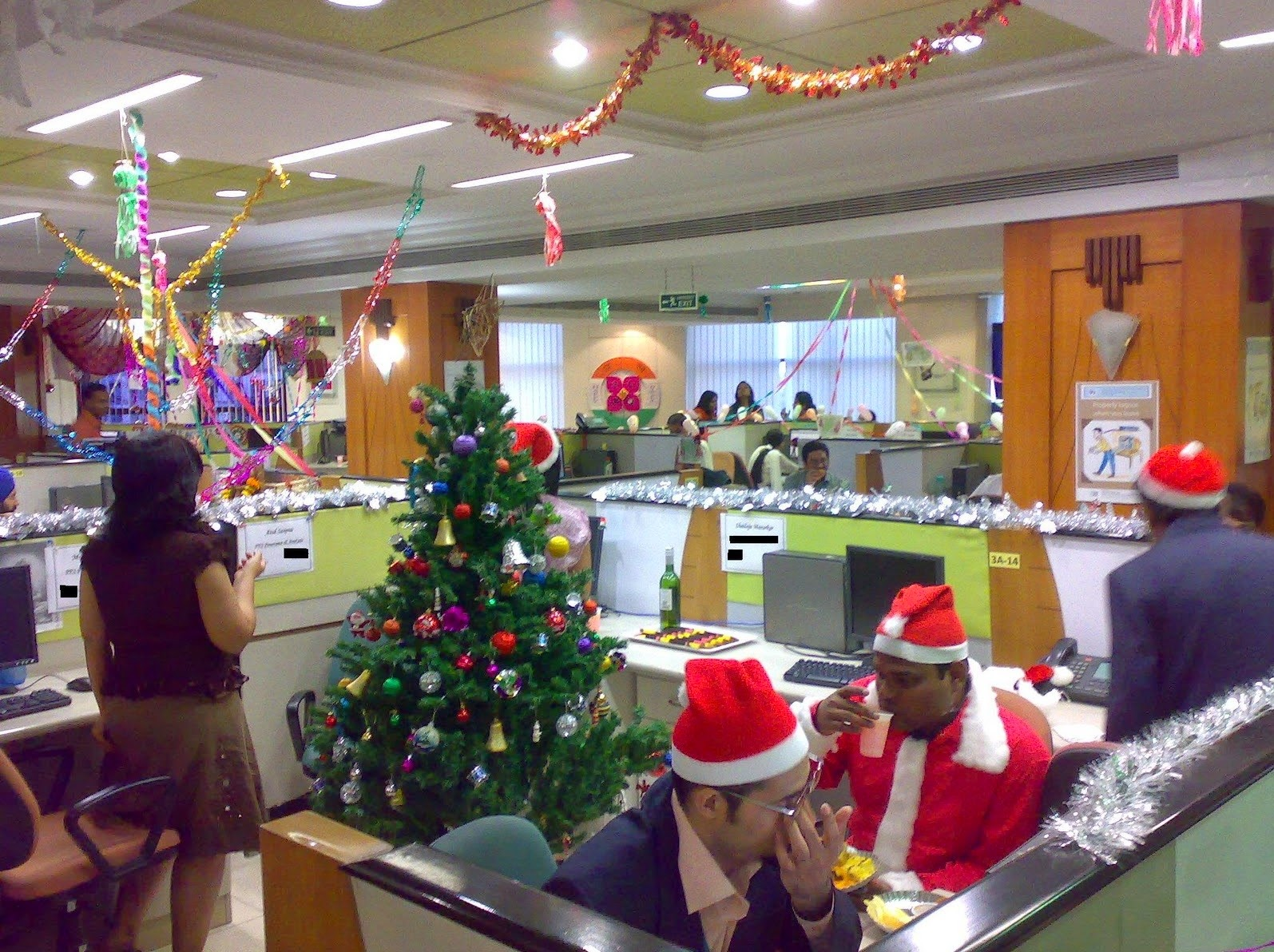 Christmas Decorating Themes Office