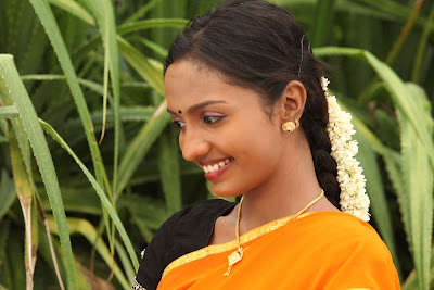 Tamil Actress in Saree Photos -4