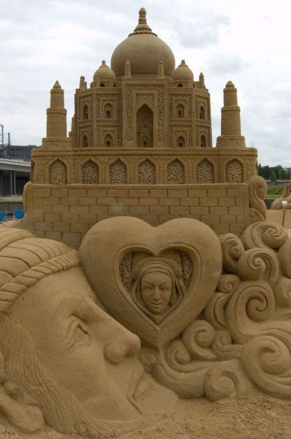 Fashion and Art Trend: Sand Art Sculpture