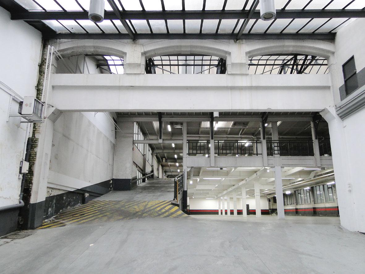 loft connexion by samuel johde lieux industriels parking paris 15e. Black Bedroom Furniture Sets. Home Design Ideas