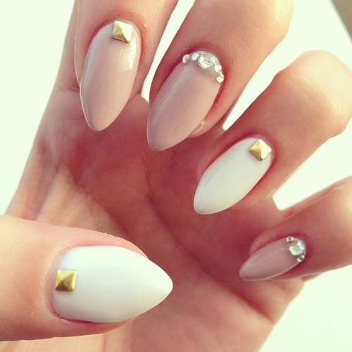 rureau bureau: Almond Shaped Nails?