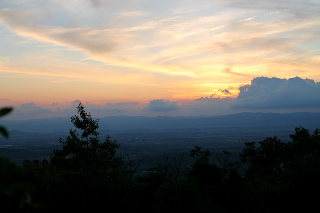 A breathtaking sunset from the Massanutten Overlook at Massanutten Resort. #BlueRidgeBucket #Trekarooing