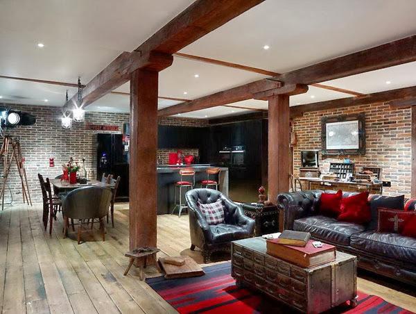 Aranżacja wnętrza loftu z wykorzystaniem czerwonej cegły na ścianach