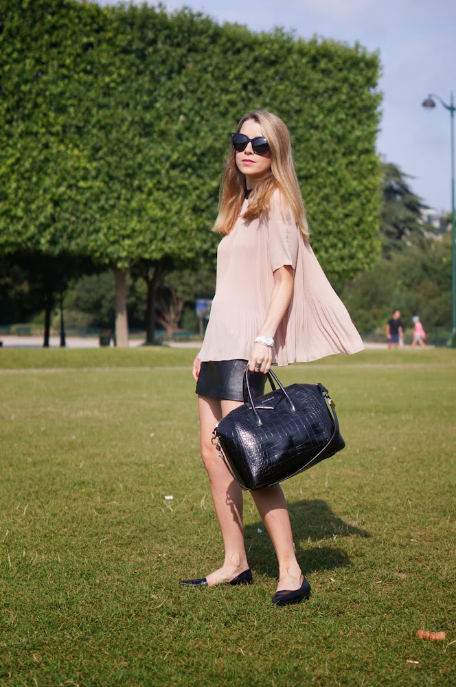 topshop, leather skirt, cos, paris, eiffel tower, paris style, parsisienne, givenchy, flats, streetstyle, fashionblogger
