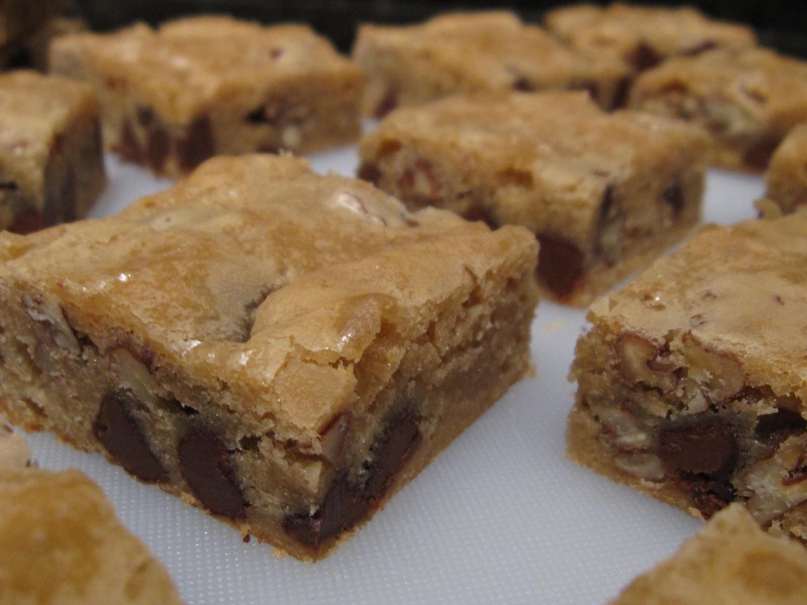 HANNAH IN THE KITCHEN: Pecan Chocolate Chip Blondies