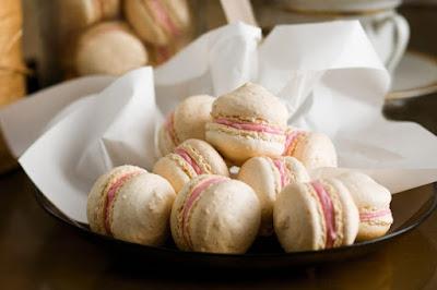 Coconut macaron kisses Recipe