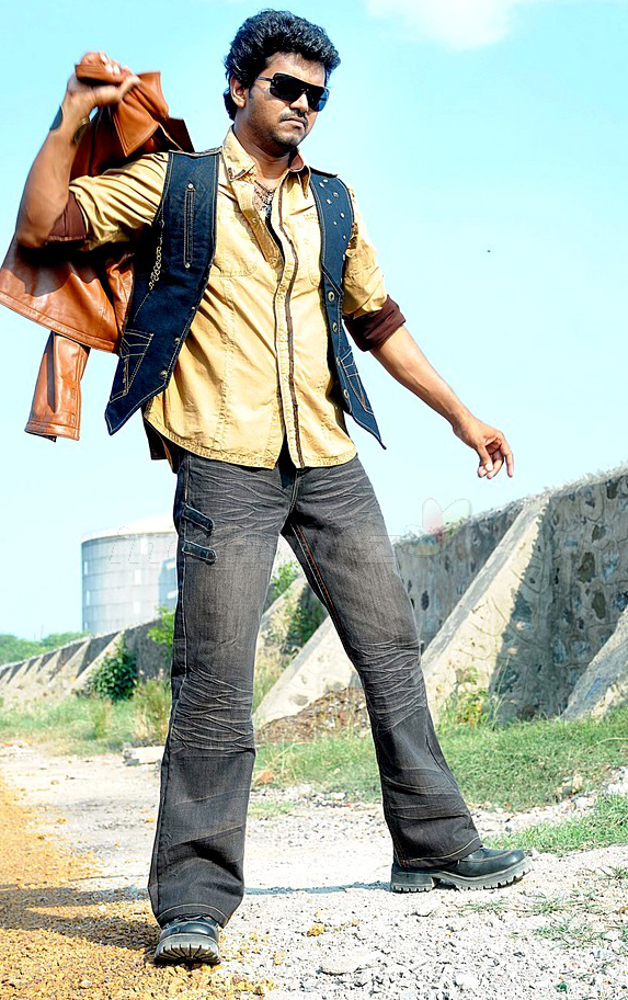 thalapathi doctor vijay in vettaikaran movie action photos images ...