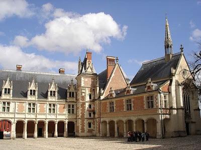 «Blois Chateau1» par Stefan Lanz / Reisender — WT/de. Sous licence Domaine public via Wikimedia Commons - https://commons.wikimedia.org/wiki/File:Blois_Chateau1.jpg#/media/File:Blois_Chateau1.jpg