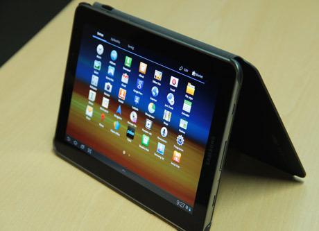 Dari segi tampilan desain, Samsung Galaxy Tab 7.7 dihadirkan dengan