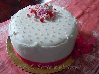 Piccolo bouquet di rose e perle per il compleanno di Tea