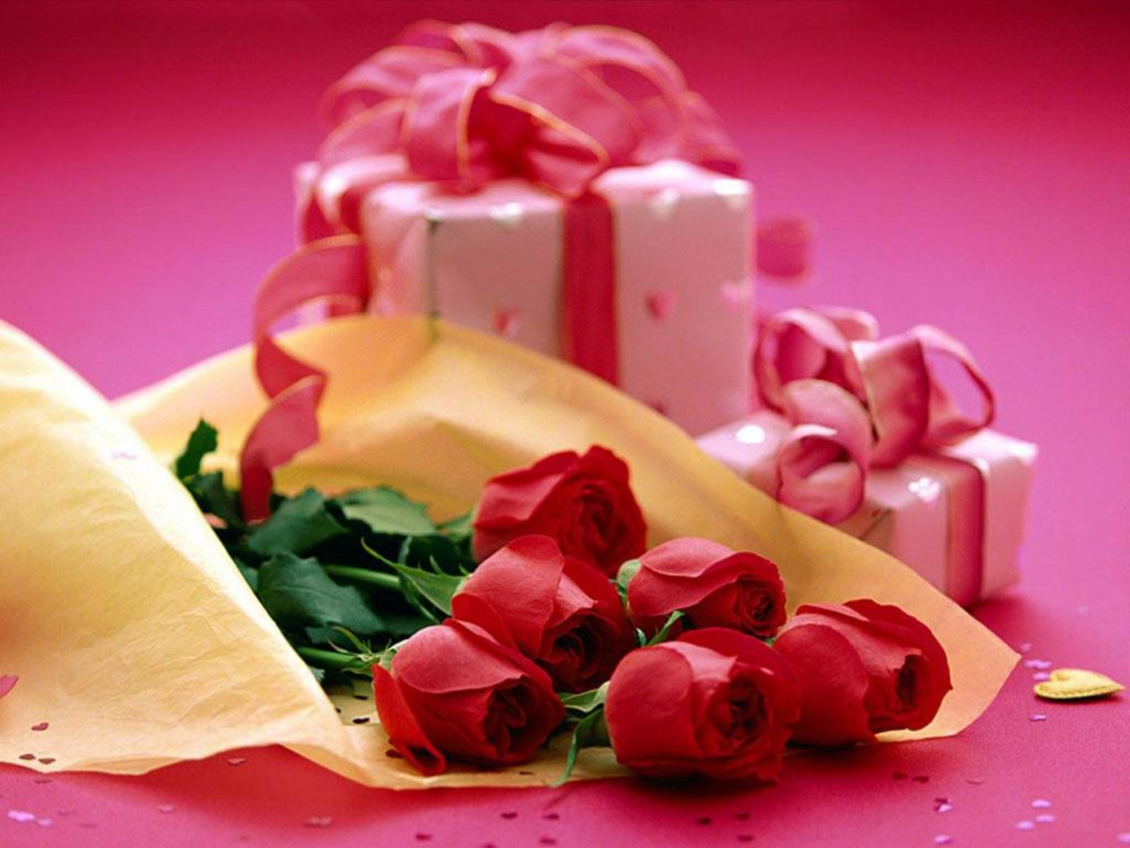 http://2.bp.blogspot.com/-Cr1McAGZeJA/TltbC2_NaYI/AAAAAAAAErE/dUODs7_-qaY/s1600/lovely-gifts-wallpaper.JPG