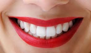 How to Whiten Yellow Teeth Naturally