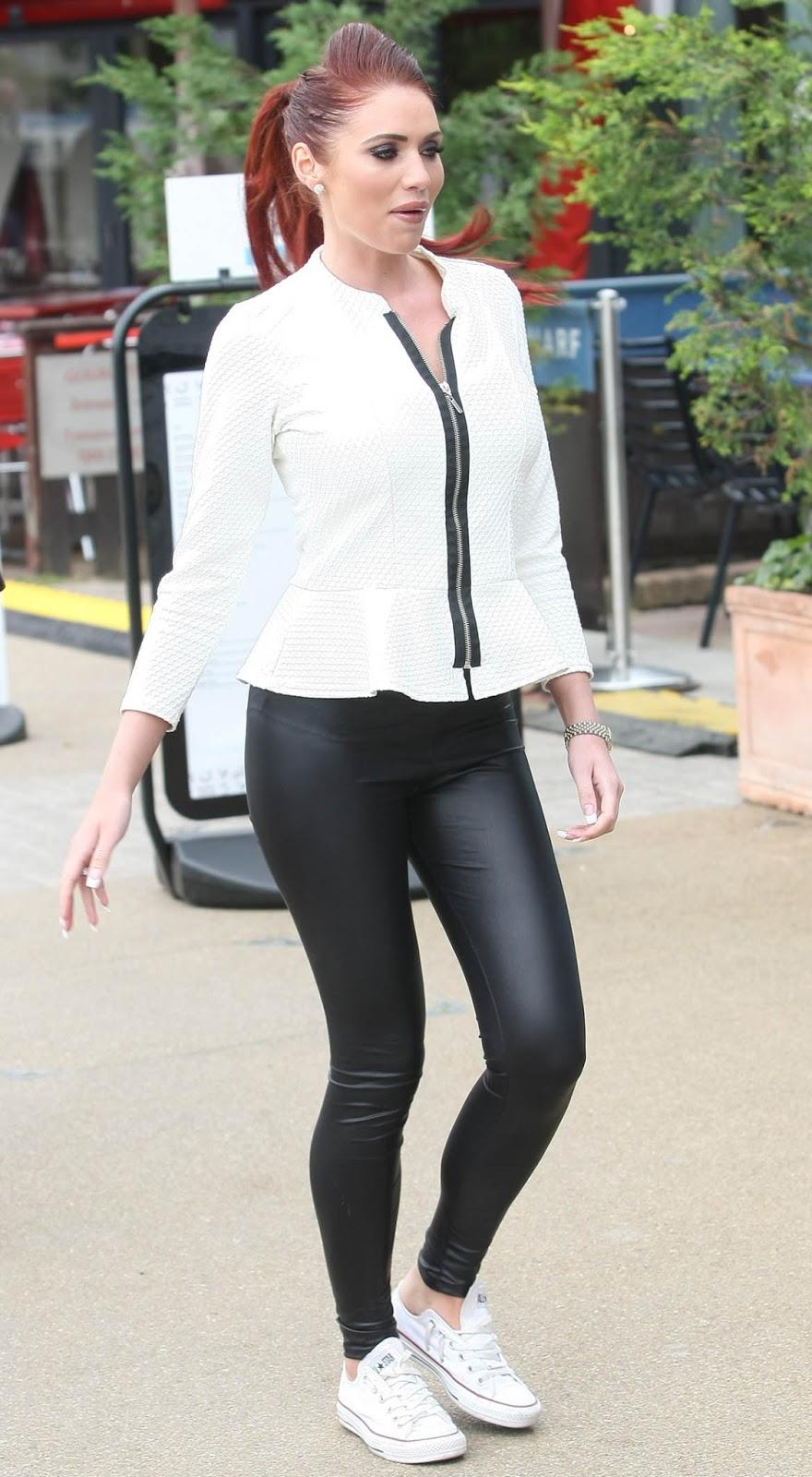 Jennifer Lopez Booty in Leggings - Celebrity Photos