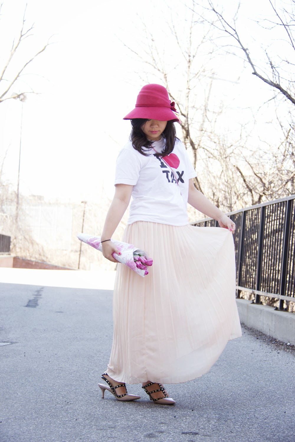 Anthropologie-vintage-hat, Graphic-Tee, Maxi-Skirt, Tulip-Flowers, fashion-blogger