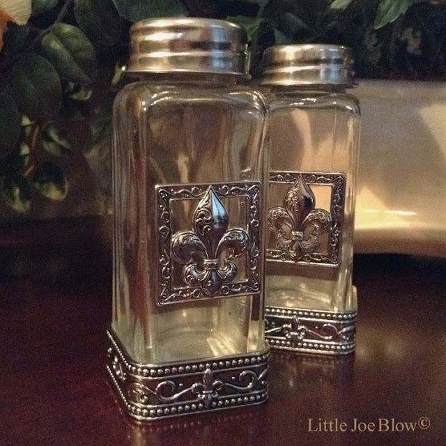 Fleur De Lis Salt and Pepper Shakers by Ganz photo 2