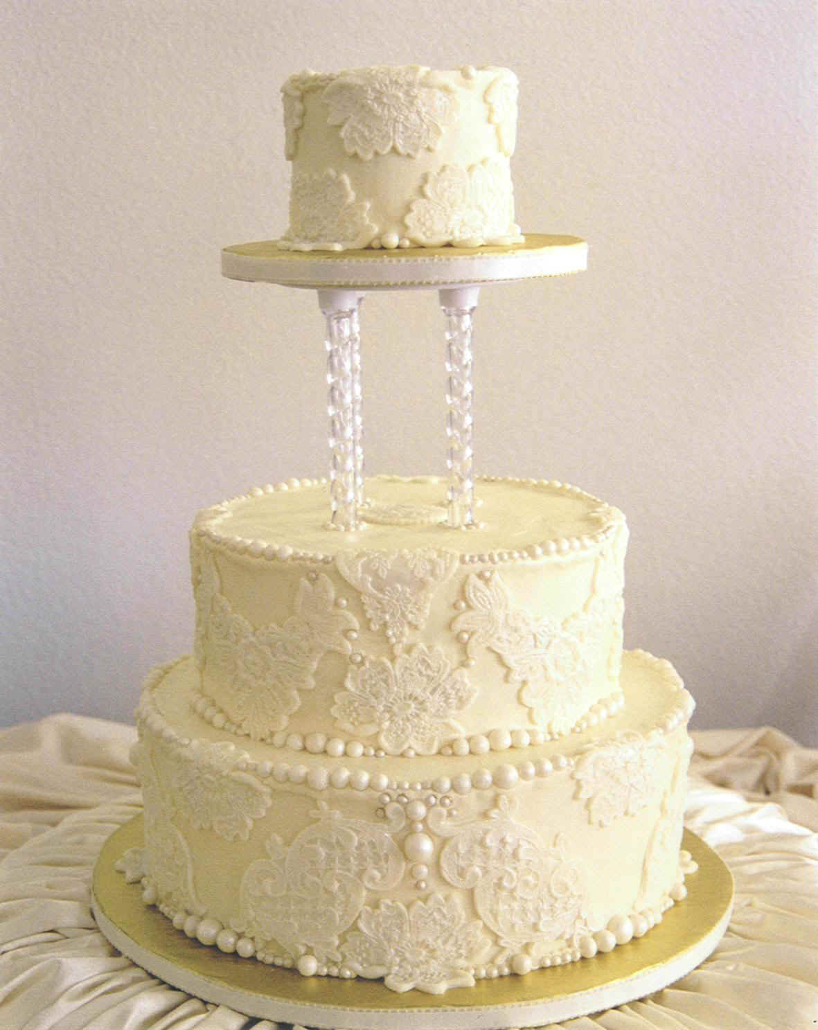 Lace Design Wedding Cake : Have a vintage theme choose Lace Wedding Cake Designs ...