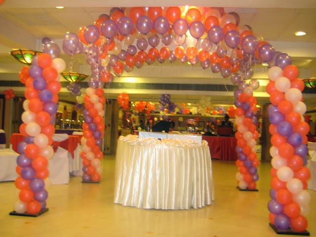 Cake table decoration birthday organisers delhi cake for Balloon decoration in noida