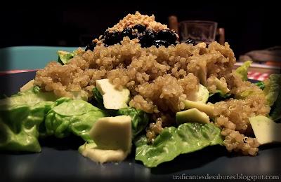 Ensalada del SoHo con quinoa, aguacate y frijoles