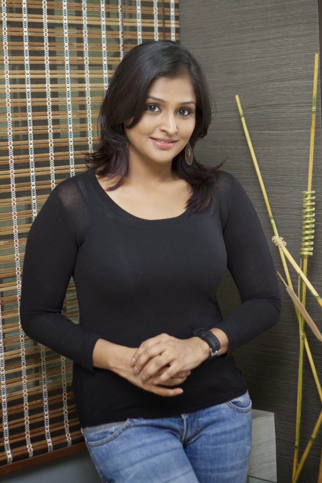 Ramya Nambeesan latest Glamorous photos-HQ-Photo-11