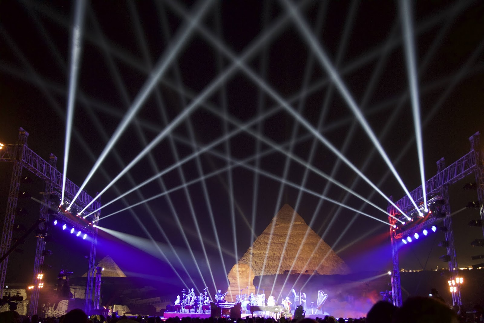 Harmans martin lighting fixtures shine on yanni at the great harmans martin lighting fixtures shine on yanni at the great pyramids of egypt arubaitofo Images