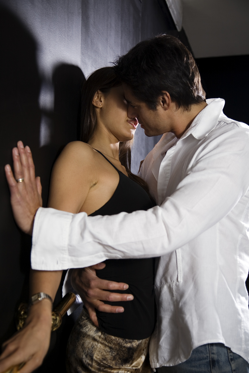stylish hot couple kissing - photo #41