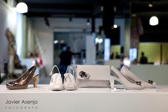 exposicion de zapatos en tienda