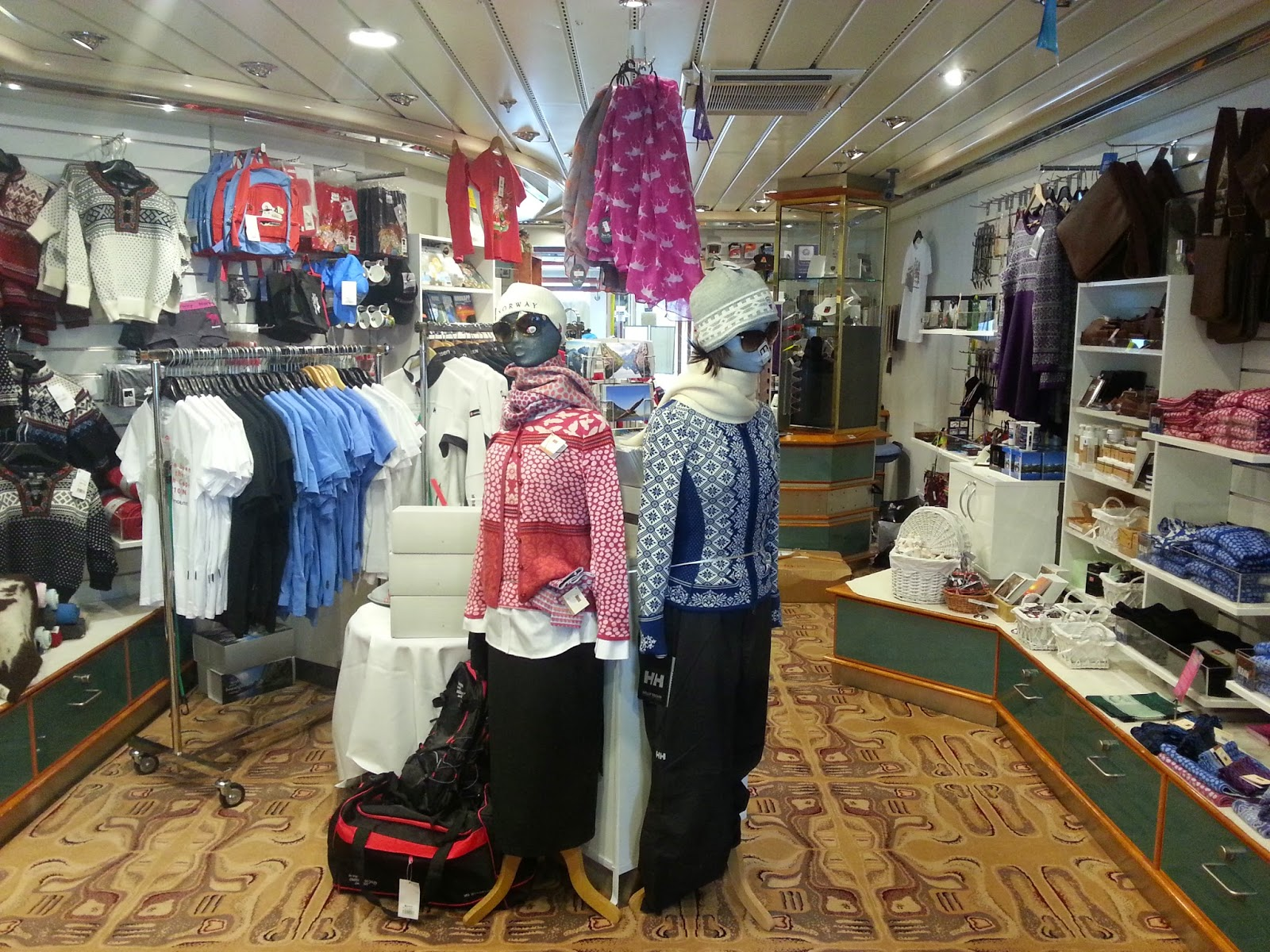 Hurtigruten MS Nordkapp - Shop