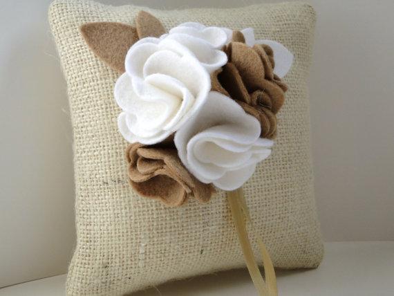 Mi casa inventada cojines con flores en fieltro - Casas de fieltro ...