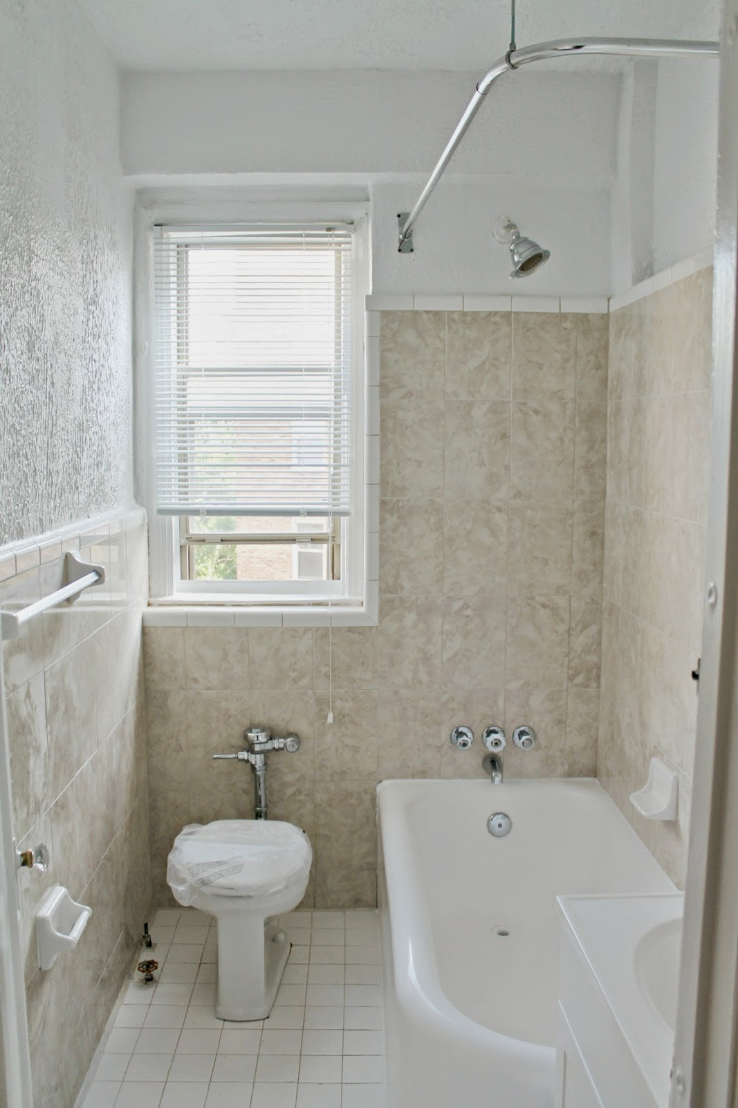 Textured walls in bathroom - Apartment Bathroom Makeover Reveal
